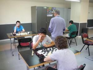 De la Villa, observando el desarrollo de las partidas del IV Social del club