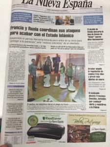 """Portada de la Nueva España 18/11/2015 """"El Ajedrez, una asignatura más en el colegio de Pando"""""""