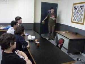 El Maestro Internacional Marcos Llaneza, durante una clase