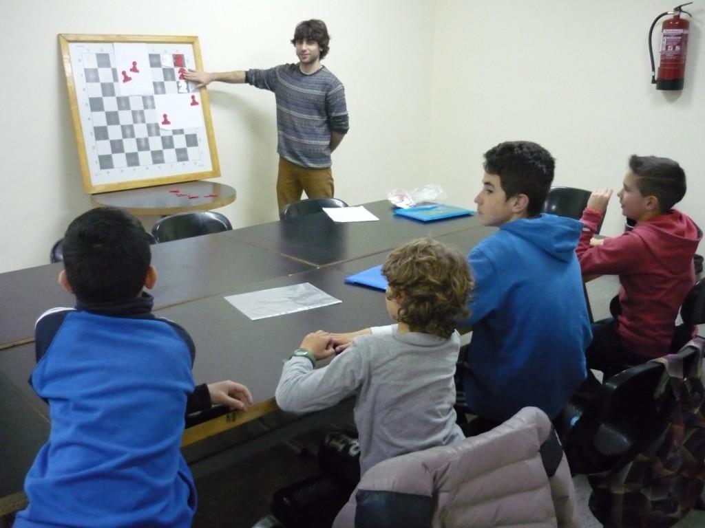 Javier Reno durante una clase