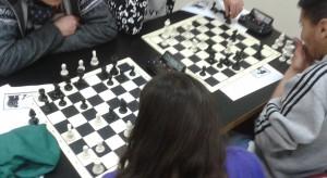 Algunos de los jóvenes jugando unas partidas