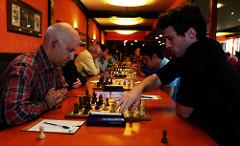 Kike, a la derecha, nuevo campeón de Asturias